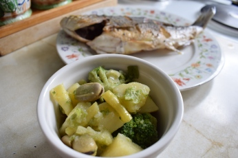 Steamed broccoli, broad beans, green beans & potatoes